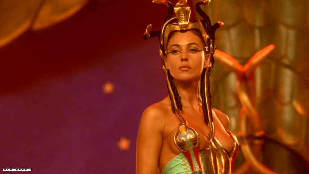 https://paulusindomitus.files.wordpress.com/2011/09/monica-bellucci-asterix-obelix-mission-cleopatre-cleopatra-klepatra-01.jpg