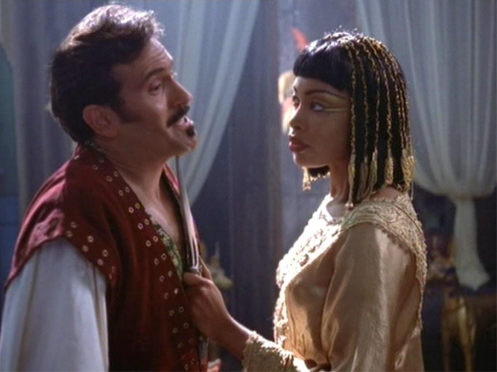 Moderna bilder av Kleopatra - Nya Varianter i en medial korsbefruktning (del 3) (3/6)