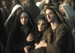the-passion-of-the-christ-maria magdalena monica bellucci