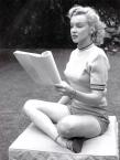 Marilyn Monroe reading1