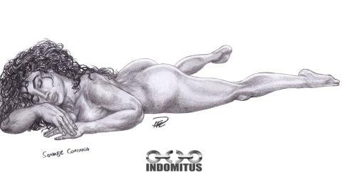 Corinna liggande på mage snett uppifrån & framifrån