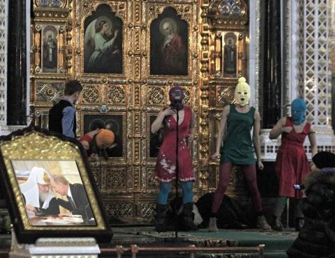 pussy-riot in saviour cathedral vladimir Putin patriarch Kiryill