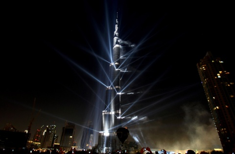 Burj Khalifa Dubai illuminated at night 828 m height worlds tallest building skyscraper skyskrapa