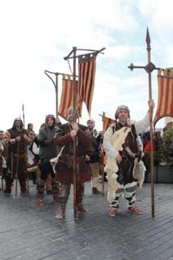 Almogavar live-spelare m de Aragonska färgerna